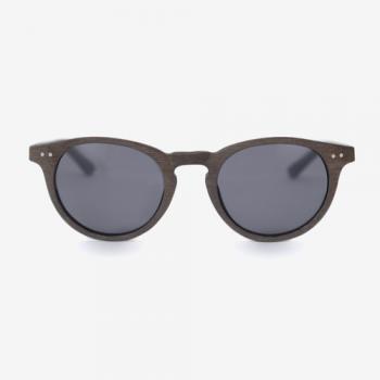 Dunkle Sonnenbrille Nr.3