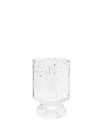 klares Trinkglas