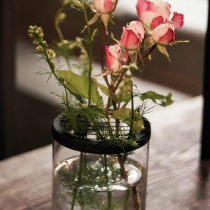Vase mit Gitteraufsatz