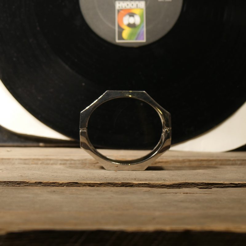 3,5 cm großes Clip Armband in 'silber'.