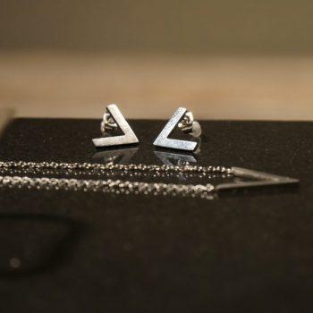 Kette und Ohrringe Dreieck